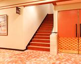 3階席への階段(左)