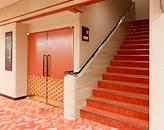 3階席への階段(右)