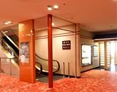 5階食堂へのエスカレーター